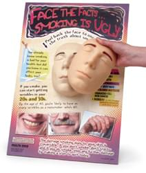 Model obličeje znázorňující důsledky kouření