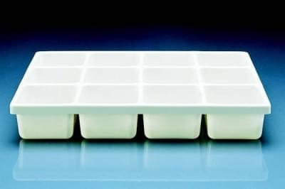 Podnos delený dvanásťmiestny, PVC, o rozměrech 410 x 300 x 65 mm